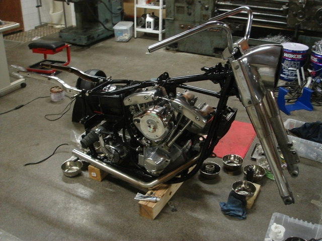 1977FLH assembly4