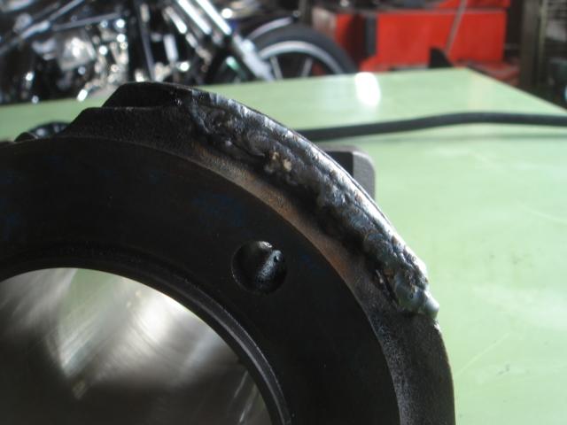 ショベルヘッドシリンダーフィン欠け修理3