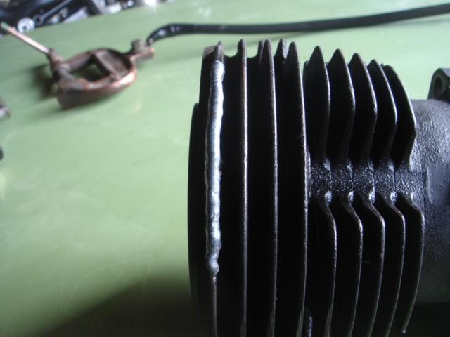 ショベルヘッドシリンダーフィン欠け修理4
