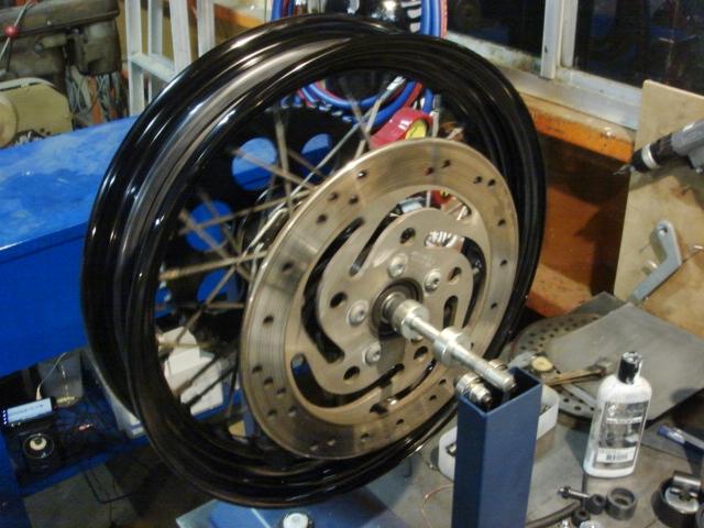 2000年式FLSTSリアタイヤ&モジュール交換5
