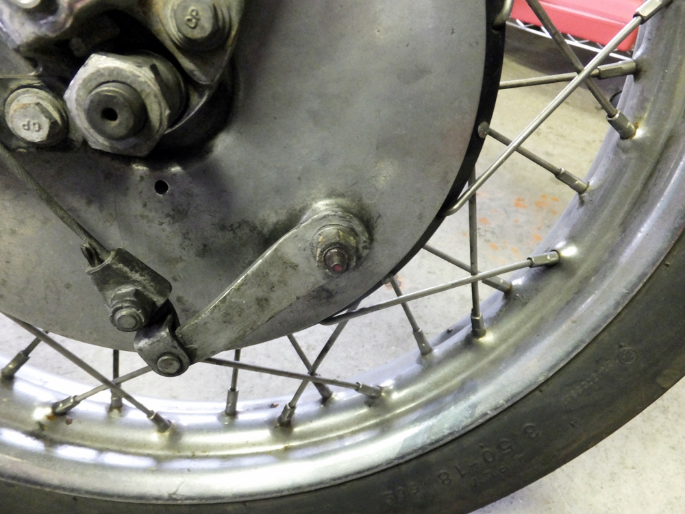 1956KHK ドラムブレーキシュー交換 プラグホール修理3