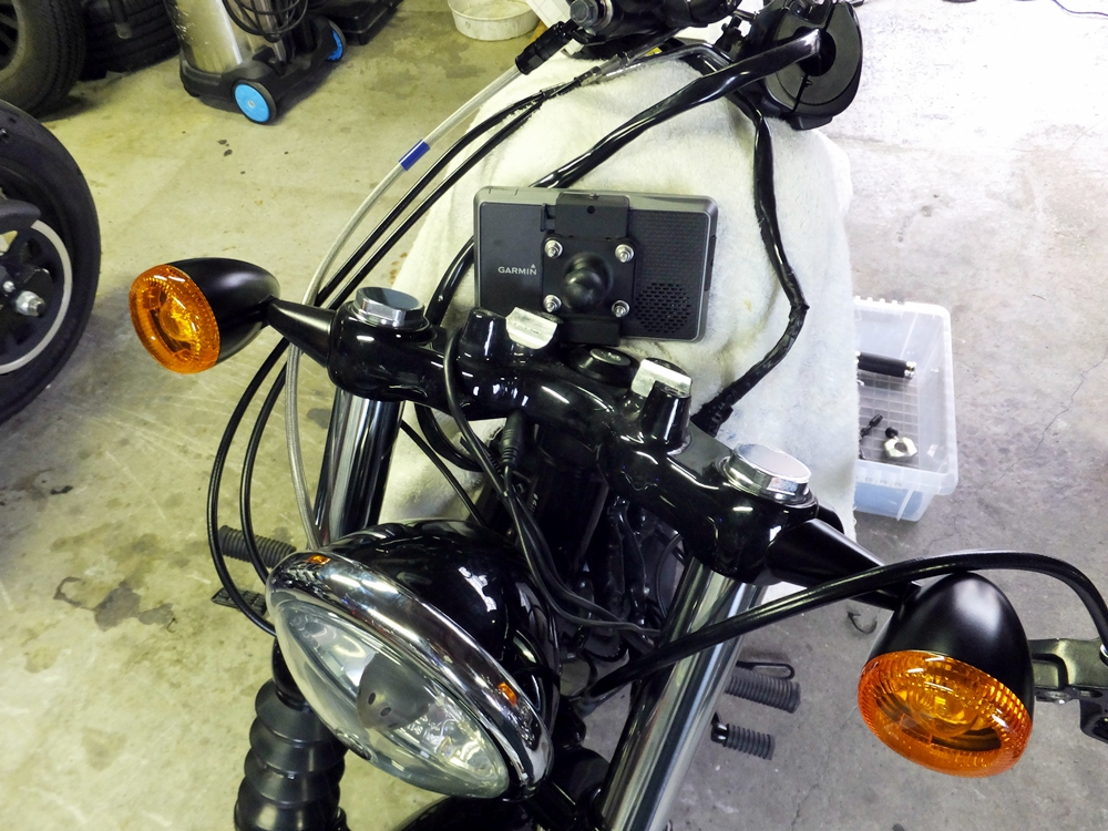 2012XL1200X ハンドル交換 スピードメーター・コイル移設1