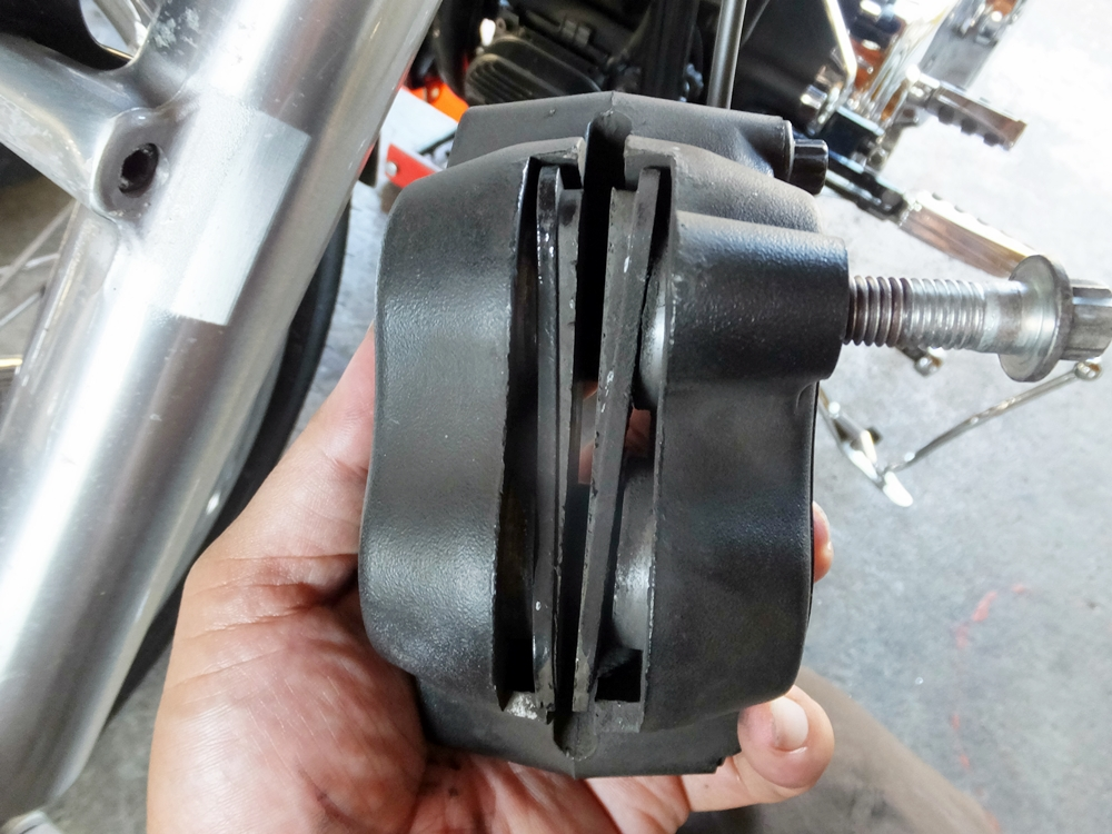 2010FXSTC ブレーキパッド・ブレーキローター交換1