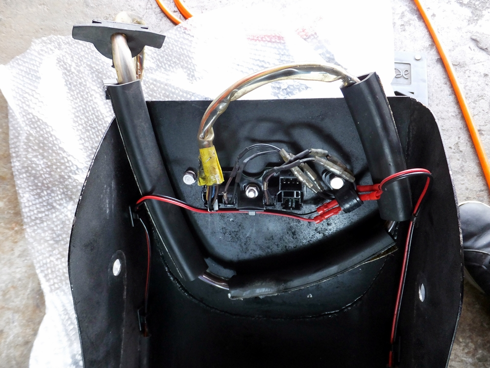 2010FXSTC テールライト ウインカー 配線修理6