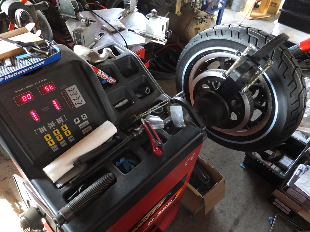 2006FLHTCU タイヤ交換 サンダーマックス LEDヘッドライト4