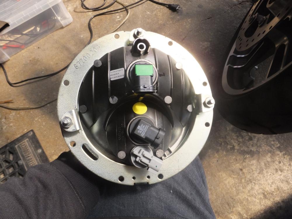 2017FLHX LEDヘッドライトバルブ装着3