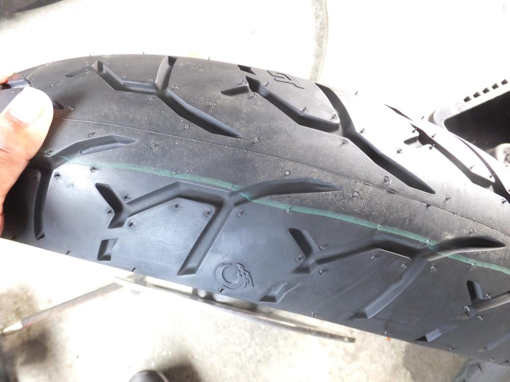 2001FLHP 前後タイヤ交換3