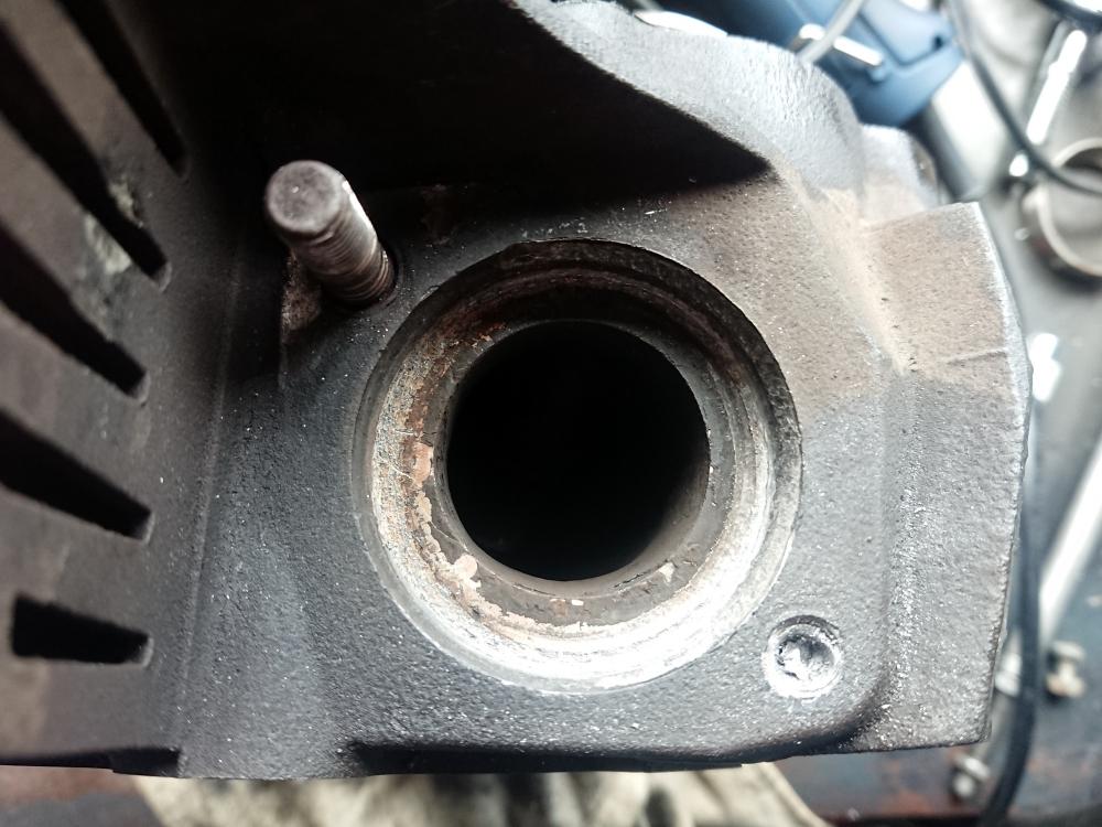 ツインカム TC88 エキゾーストスタッド 折損 修理1