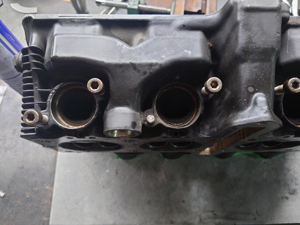 1992GSX-R1100 エキゾーストボルト 折れ 折損 固着 取り外し 修理1