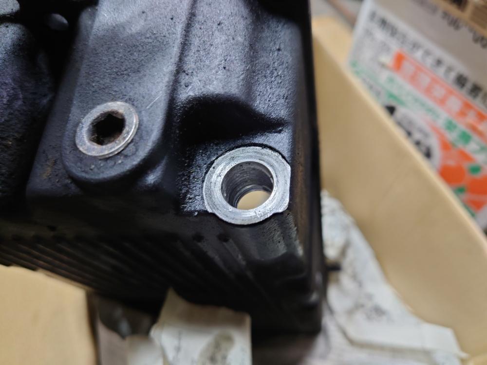 ハーレー ツーリングモデル エンジンオイル オイルパン ドレンボルト ネジ穴 修理1